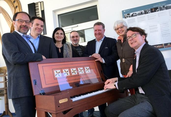 Das neue digitale Cembalo der Musikschule, angeschaft mit der Unterstützung der Stadtwerke Soest.